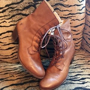 Frye Lace Up Ankle Boots Size 9.5 Tan